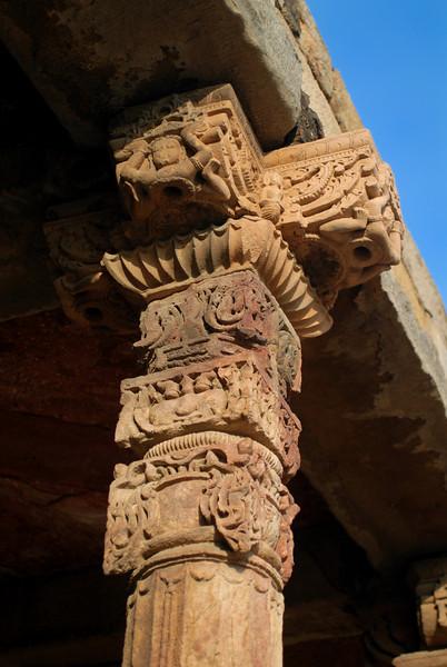 qutob minar temple columns 2.jpg
