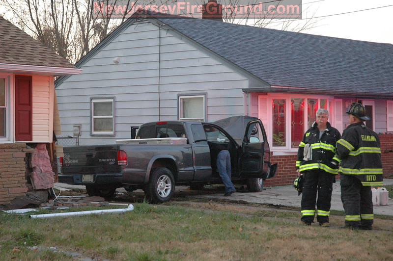 11-27-2008(Camden County)BELLMAWR Midway Ave-Vehicle vs. Houses