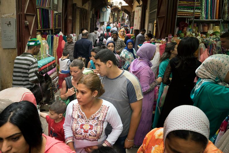Medina Fez volle Steeg 0105216.jpg