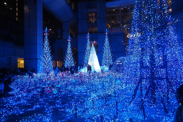 Illuminations at Caretta Shiodome.