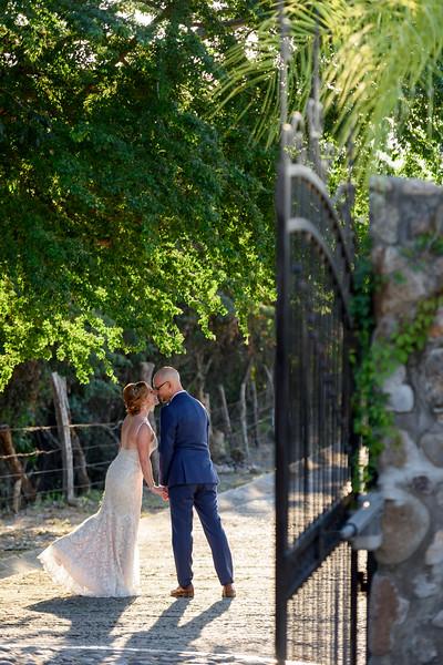 Rebecca-Adam-4-Newlyweds-23.jpg