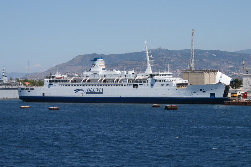 2010 - F/B IGINIA docked for works in Messina.