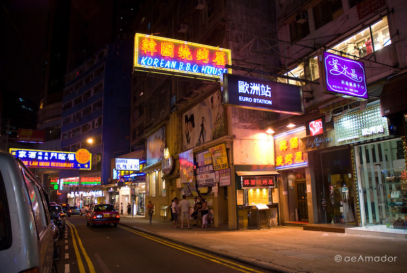 aeamador©-HK08_DSC0134      Hong Kong. Kowloon. Tsim Sha Tsui. Though not to be compared with what you find in Hong Kong island, it is quite a vibrant and lively city. People fill up the streets and sidewalks day and night for shopping, entertainment and more. Signs make a great show, especially at night, giving vibrancy and character to the city.