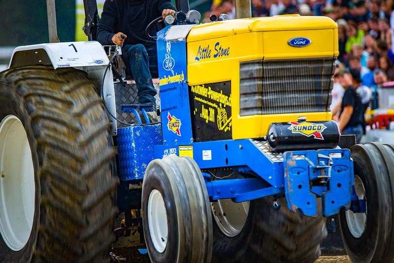 Tractor Pulling 2015-02505.jpg