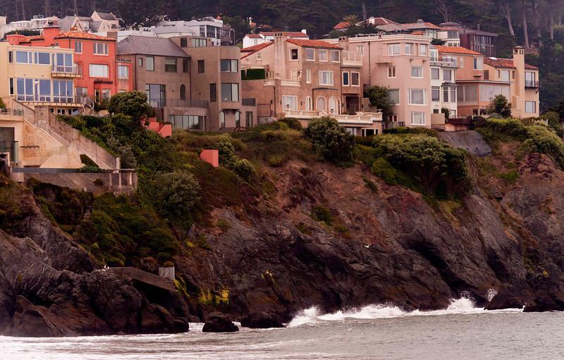 Sea cliffs, amazing homes