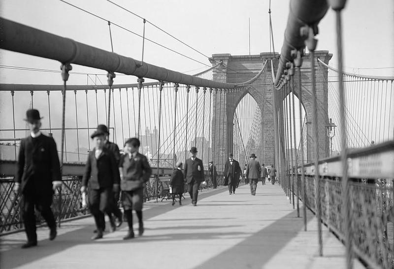 Brooklyn Bridge looking SE - 1909-1910.jpg