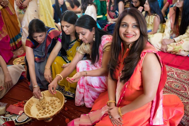 Hina_Pithi_Pooja-285.jpg
