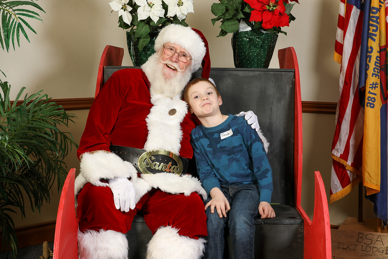 TBTP 2019 Photos with Santa-19.JPG