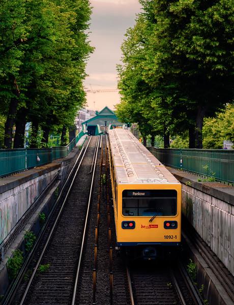 Berlin U-Bahn heading towards Eberswalder Straße station