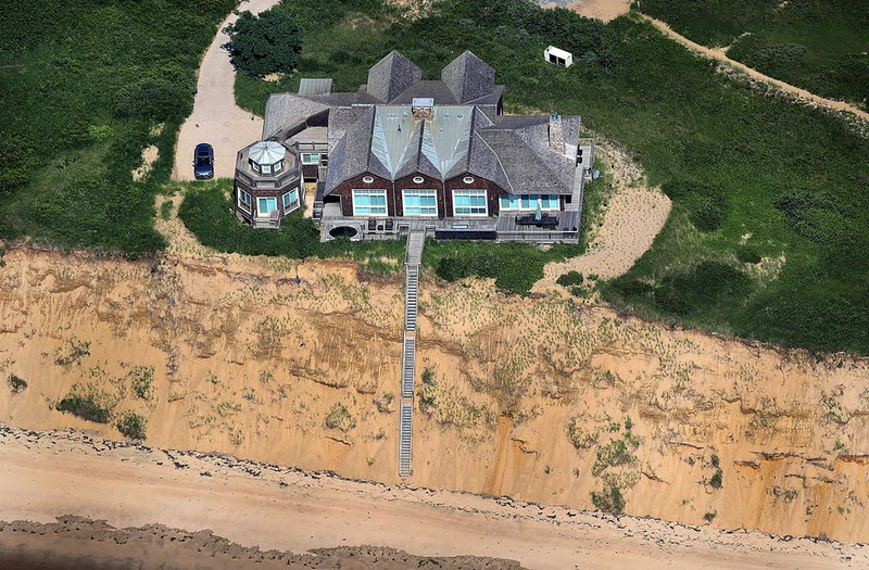 mansion-cliff_1280.jpg