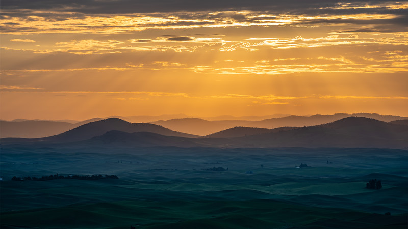 Sunrise layers over the Palouse shot from Steptoe Butte.