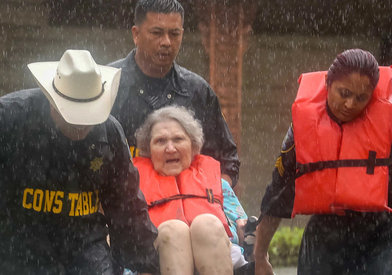 la-na-hurricane-harvey-pictures-20170825-078-2.jpg