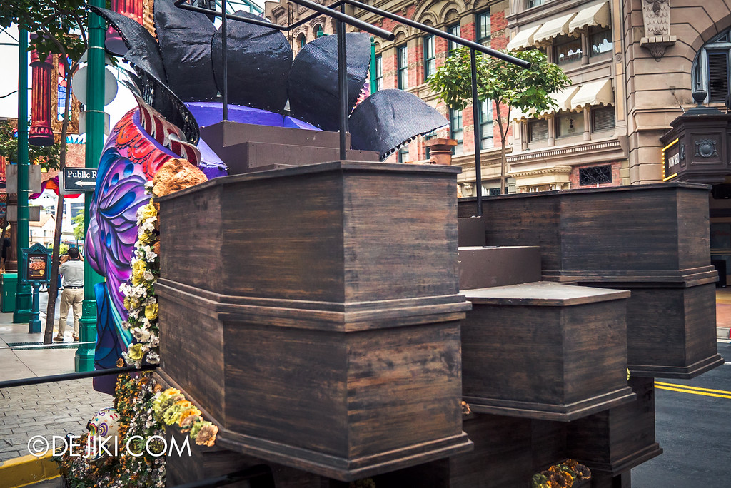 Universal Studios Singapore - Halloween Horror Nights 6 Before Dark Day Photo Report 2 - March of the Dead The Resurrection Parade skull king float coffins