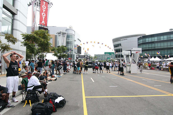 Lakers 3 on 3 Crowd/Wide Angle