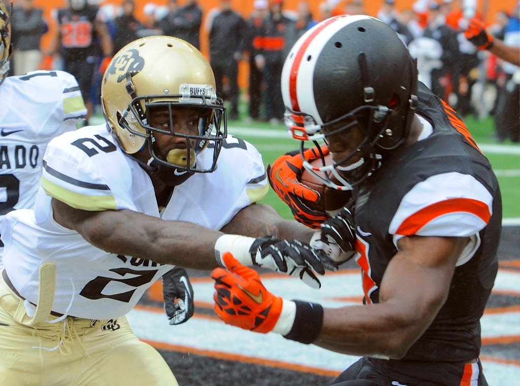 . Oregon State\'s Brandin Cooks (7) makes a touchdown catch as Colorado\'s Kenneth Crawley (2) tries to defend during the final minute of the first half of an NCAA college football game on Saturday, Sept 28, 2013, in Corvallis, Ore. (AP Photo/Greg Wahl-Stephens)