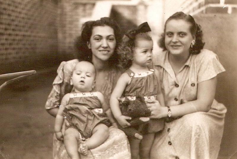 """1947 D. Maria Adelaide """"Vitor Santos """" e filhos Jorge e Tininha e Fernanda Franco"""