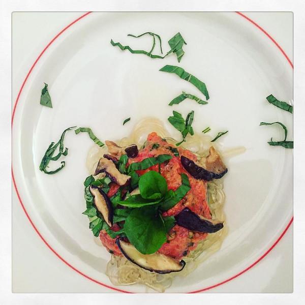 KELP_PASTA___MARINARA._Shiitake__Basil._Kelp_noodles_are_the_no_carb_solution_to_vermicelli_pasta._Kelp_noodle_pasta_recipes_like_this_in_my_ENERGY_DIET_eBOOKModule_1._Click_on_link_in_my_bio____dinner__healthy__nom__rawfood__energyfood__energydiet__.jpg