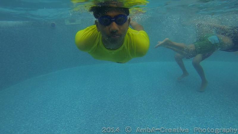 2014-08-23_Underwater@MunnyKakHomeWantaghNY_05.jpg