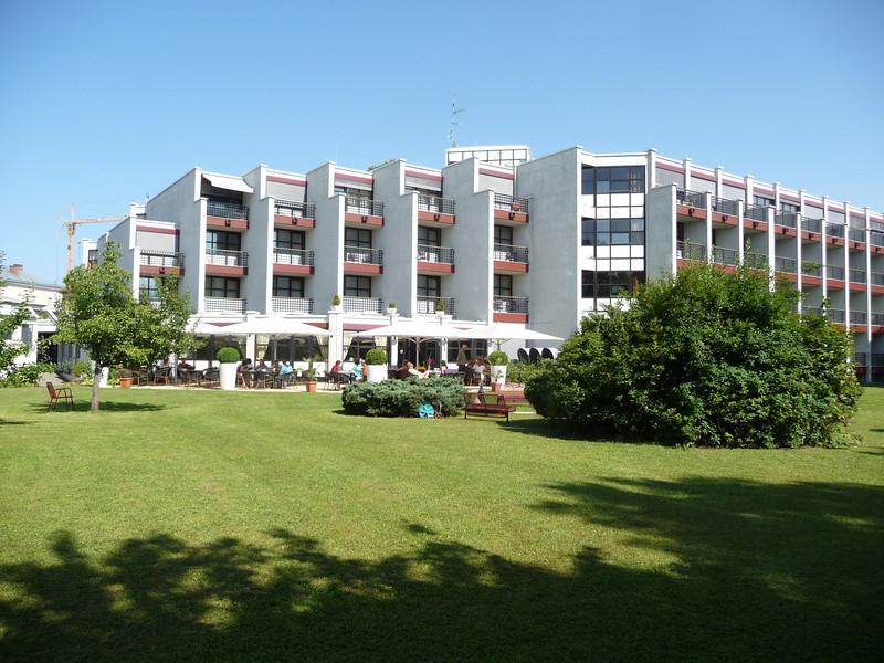 Seminar-hotel.JPG