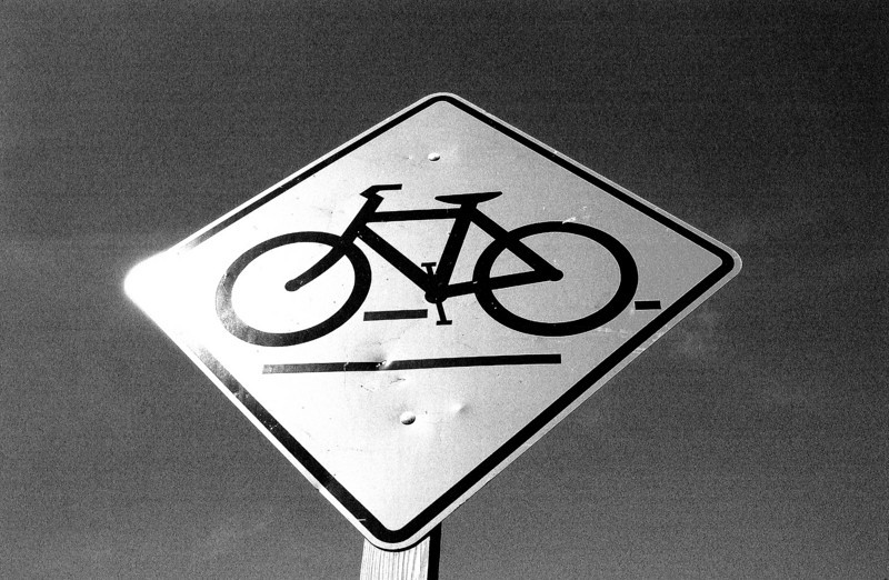 clip-015-bicycle_crossing_sign-wdsm-08oct03-bw-a.jpg