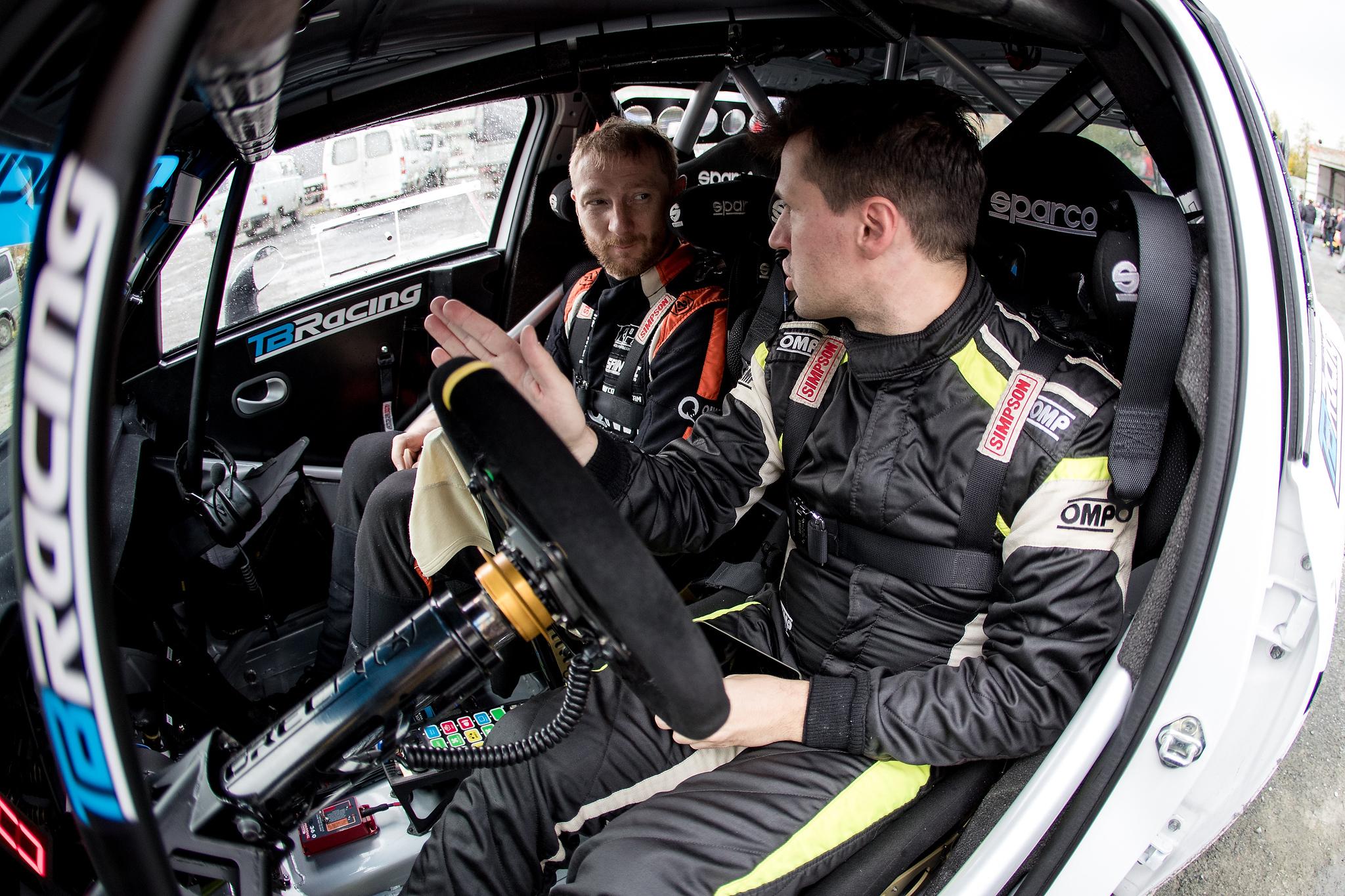 Лучшие российские пилоты объединились для настройки гоночного автомобиля нового поколения