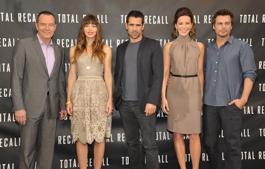 """. Actors Bryan Cranston, left, Jessica Biel, Colin Farrell, Kate Beckinsale, and director Len Wiseman attend the \""""Total Recall\"""" photo call on Saturday, July 28, 2012 in Los Angeles. (Photo by John Shearer/Invision/AP)"""