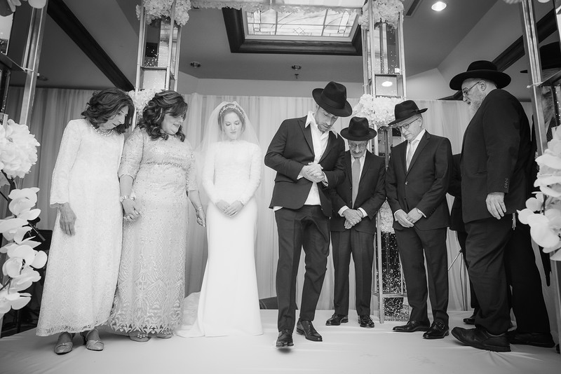 Miri_Chayim_Wedding_BW-601.jpg