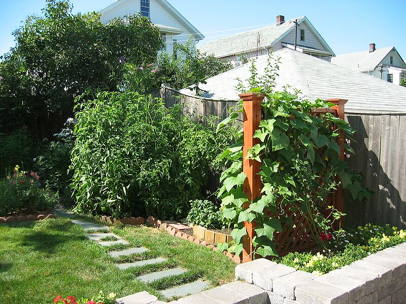 garden-2003-08-0201_std.jpg