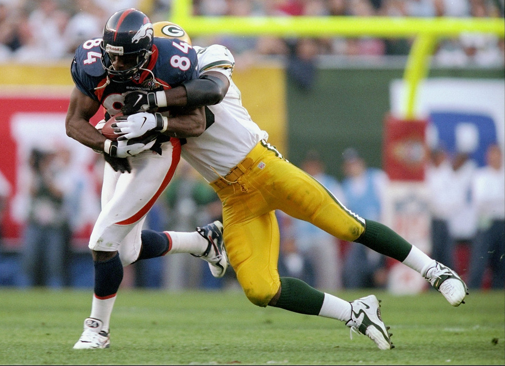 . Shannon Sharpe #84 of the Denver Broncos carries the football against the Green Bay Packers during Super Bowl  XXXII at Qualcomm Stadium in San Diego, California.   (Andy Lyons/Allsport)
