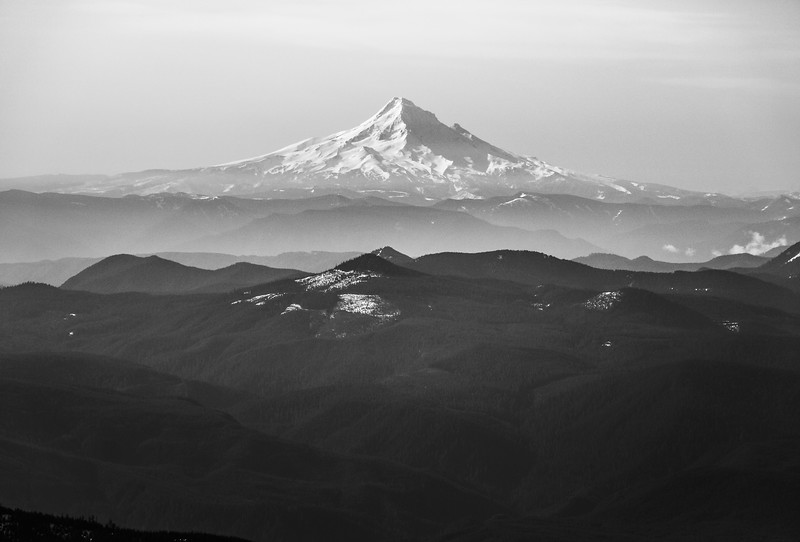 mount-hood-pnw-oregon-mountains-skiing-adventure-climbing-volcano.jpg