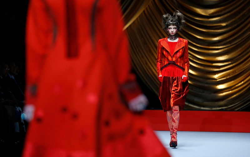. Model displays creations from Japanese designer Hiroko Koshino\'s 2014-2015 Autumn/Winter collection at Tokyo Fashion Week in Tokyo, Wednesday, March 19, 2014. (AP Photo/Shizuo Kambayashi)