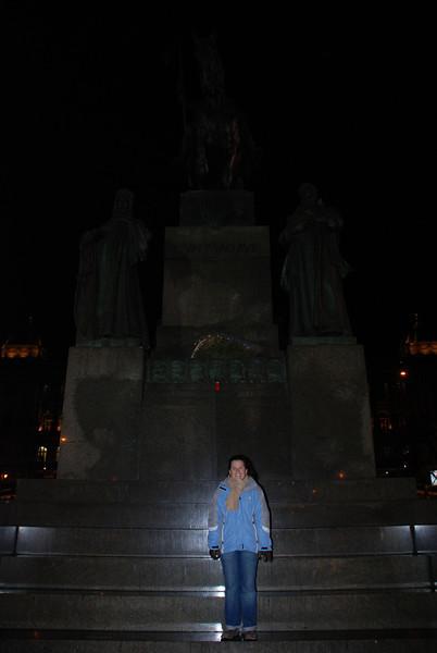 Anna and Winselas Statue 1.JPG