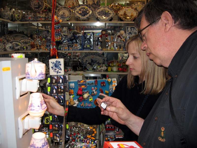 Allen and Michelle shop for souvenirs in Amsterdam