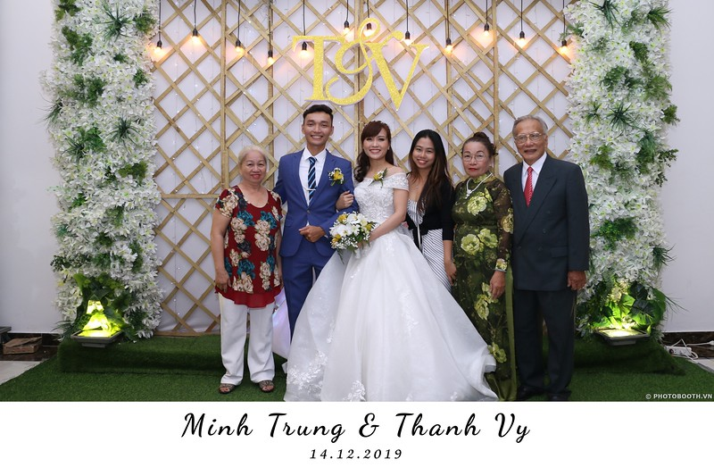Trung-Vy-wedding-instant-print-photo-booth-Chup-anh-in-hinh-lay-lien-Tiec-cuoi-WefieBox-Photobooth-Vietnam-061.jpg