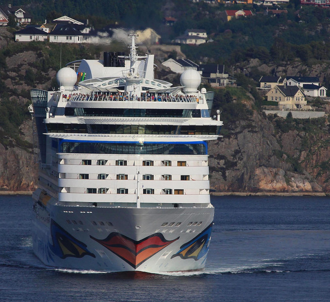 The AIDAluna leaves Bergen right behind us. AIDA has six ships with the trademark lips on the bow.