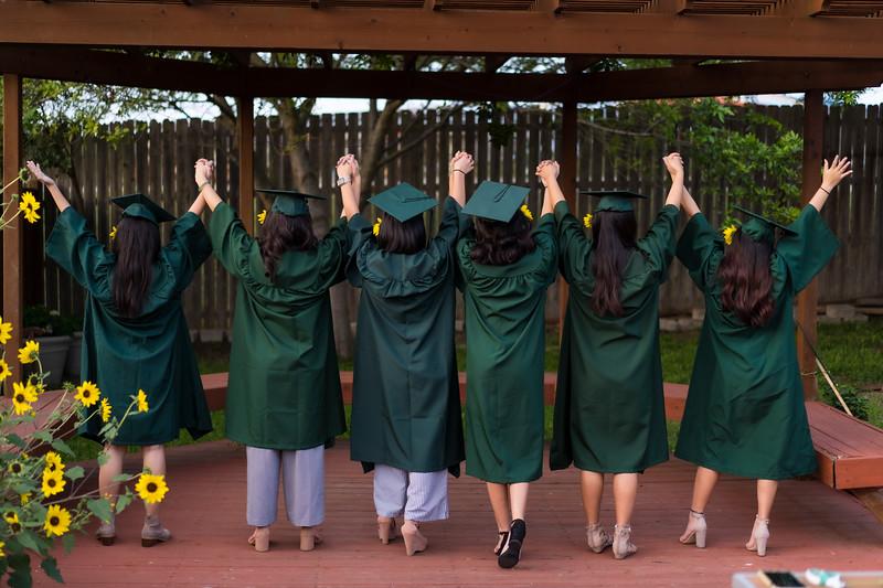 20200521_sarah-friends-connally-graduation_096.jpg