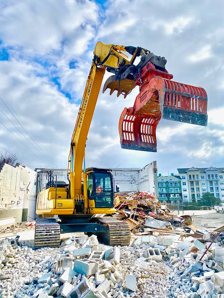 NPK DG30 demolition grab on Komatsu excavator - East Coast Demolition  5-20 (2).jpeg