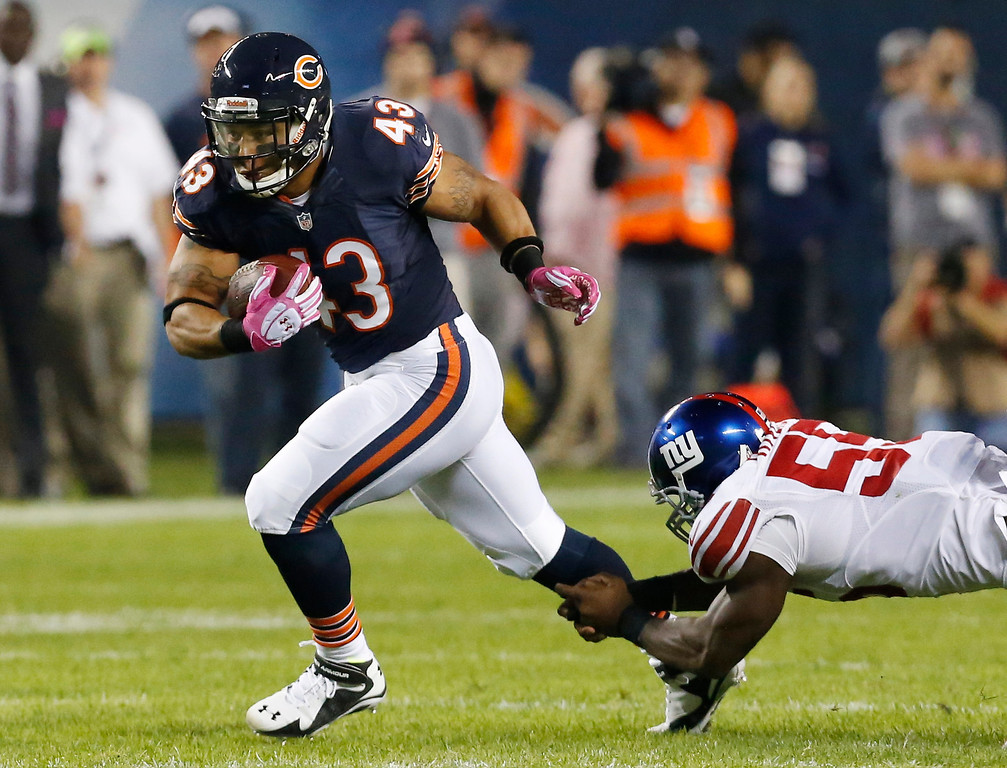 . Chicago Bears fullback Tony Fiammetta (43) breaks away from New York Giants linebacker Keith Rivers (55) in the first half of an NFL football game, Thursday, Oct. 10, 2013, in Chicago. (AP Photo/Charles Rex Arbogast)