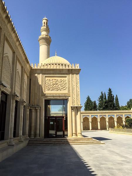 Azerbaijan.ShamahaMosque143.jpg