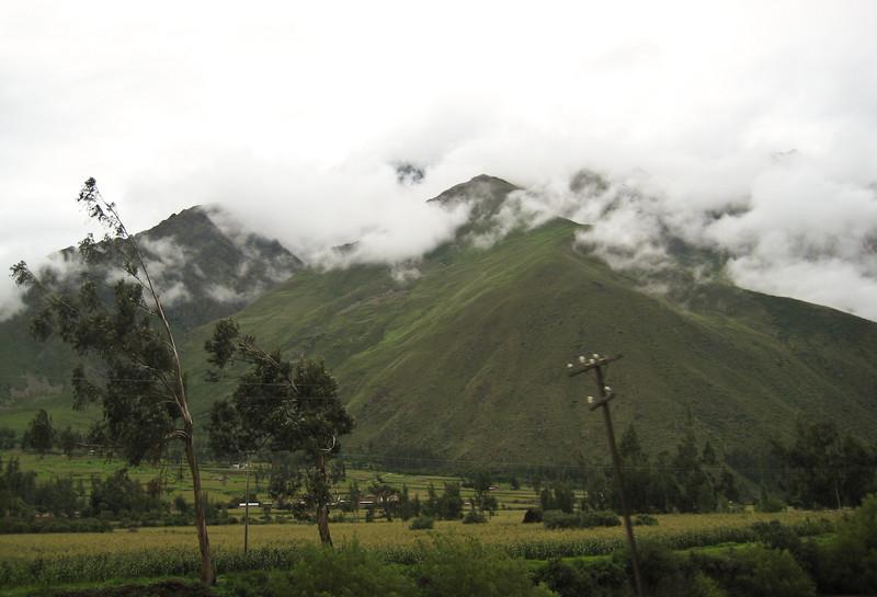 Ольянтайтамбо-Мачу Пикчу вид из окна поезда