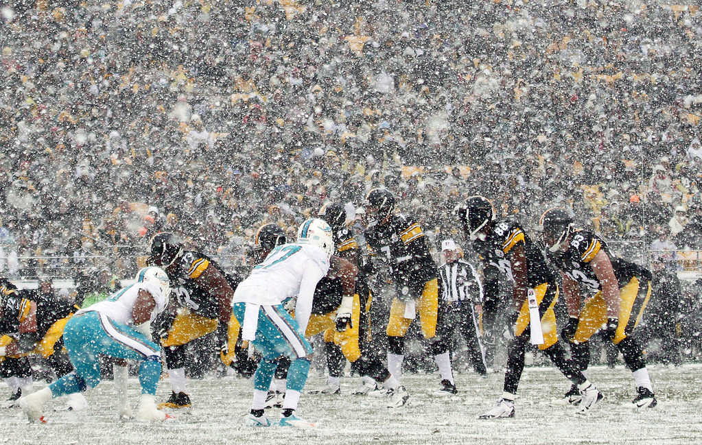 . Ben Roethlisberger #7 of the Pittsburgh Steelers under center against the Miami Dolphins during the game on December 8, 2013 at Heinz Field in Pittsburgh, Pennsylvania. (Photo by Justin K. Aller/Getty Images)