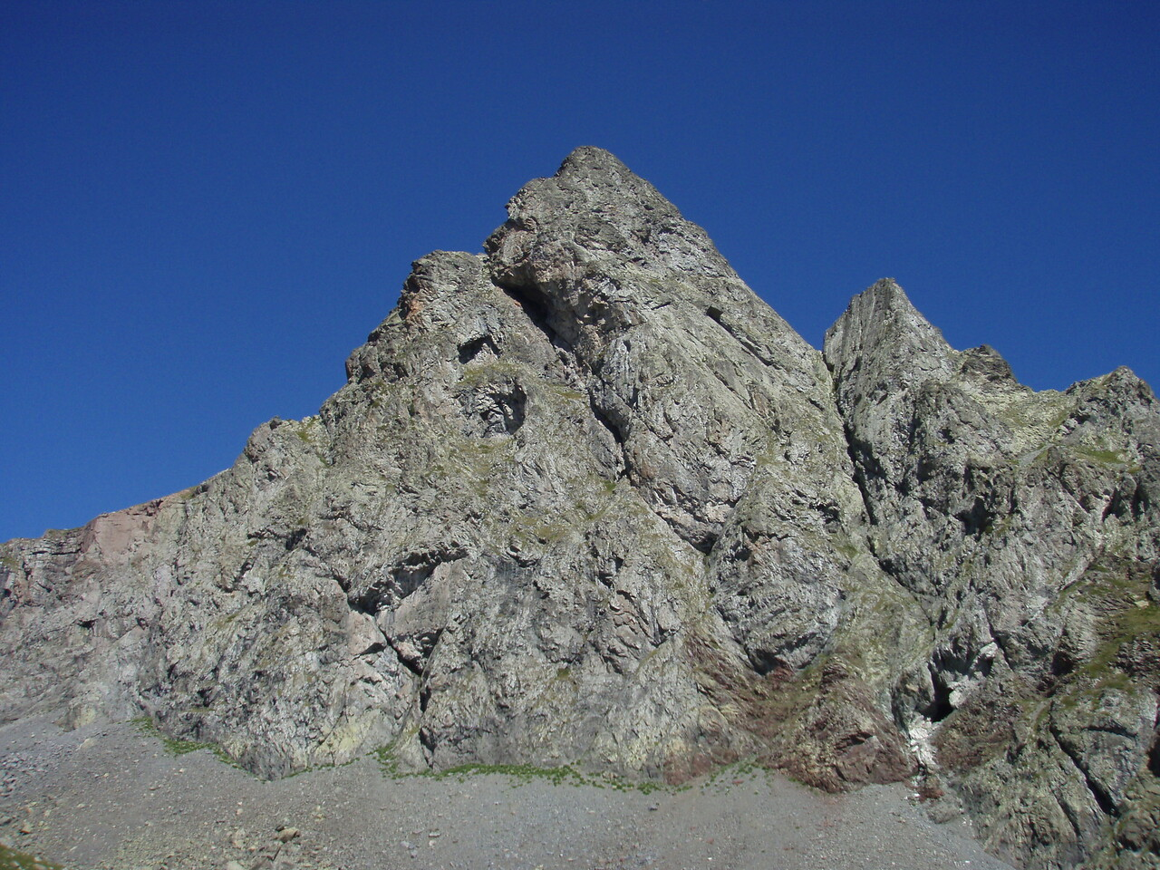 Pico de Anayet Ridge