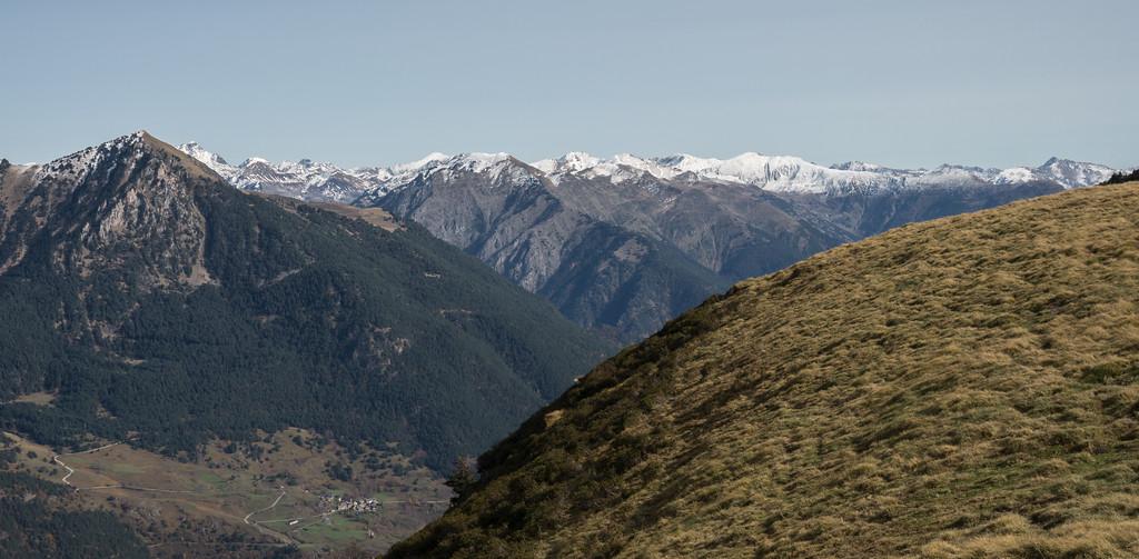 Paisaje primeras nieves en la Val d'Aran