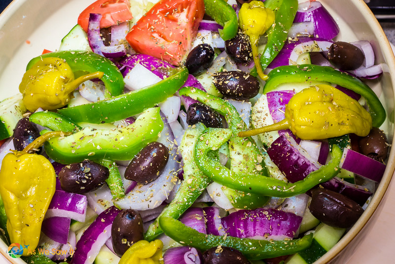 Greek_Salad-06596007.jpg