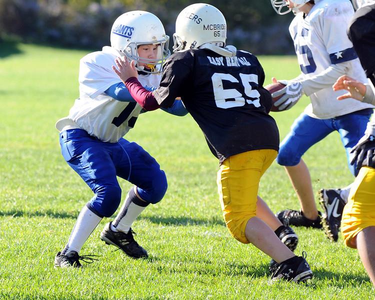 Senior Giants vs Senior Steelers Fly football action.