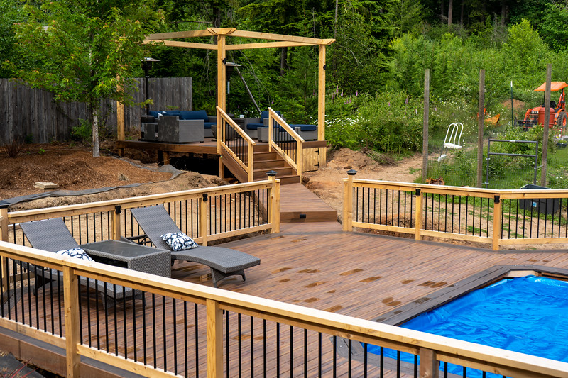 Armadillo Decking with Cedar Railing and Aluminum Ballusters
