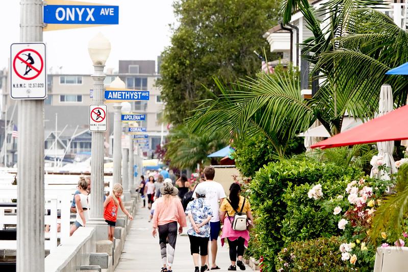 The pedestrian walkway by the Newport Harbor on Balboa Island