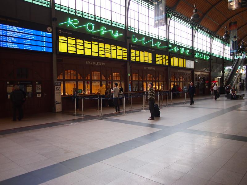 P7104094-main-station.JPG