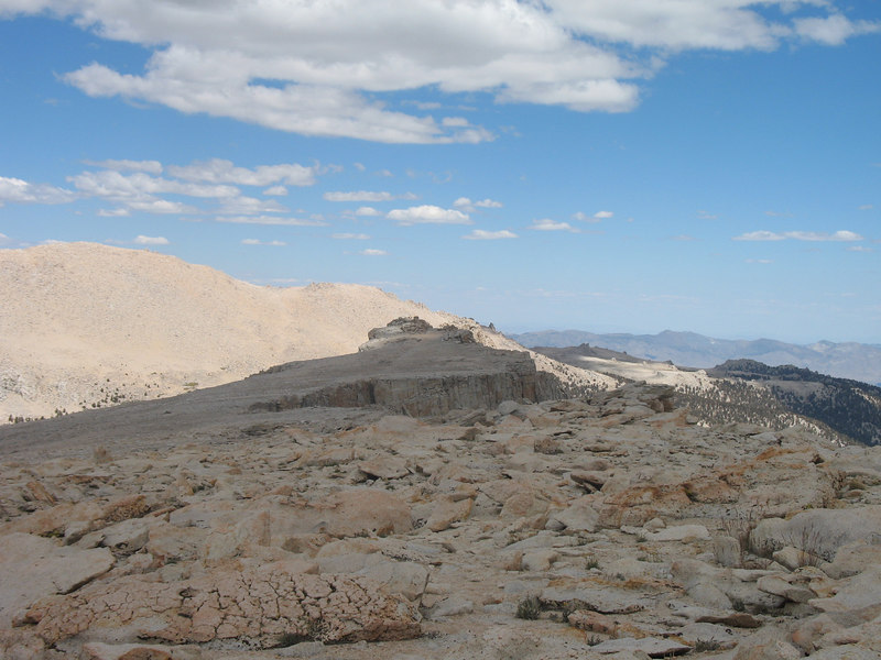 Looking along the edge, toward New Army Pass
