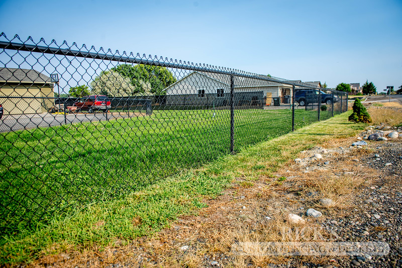 4104 - Black Chain Link Fencing